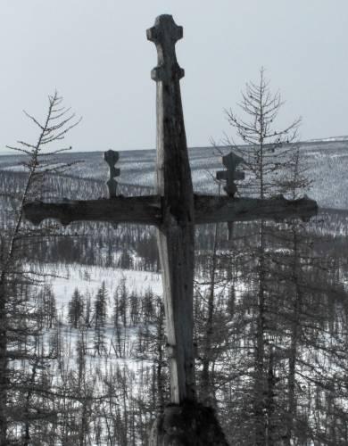 Эвенкийский надмогильный крест с символами душ
